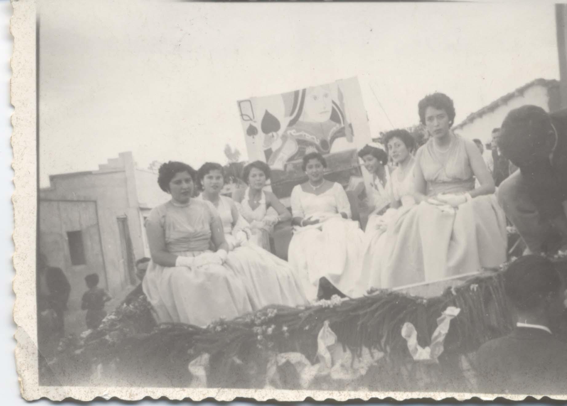 A celebrar la primavera! - Memorias del Siglo XX - Chile - DIBAM